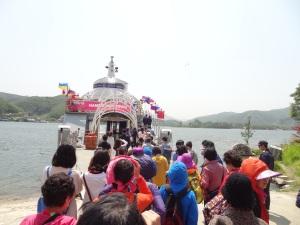 Kapal feri untuk ke Pulau Nami