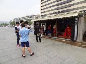Stand peminjaman hanbok GRATIS :D