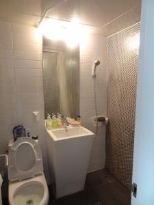 Kamar mandinya kece kan ;)