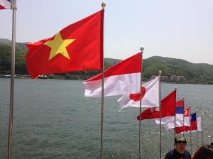 Bendera Indonesia ada loooh *bangga* :D